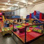 Niedzielski: przywracamy możliwość funkcjonowania sal zabaw dla dzieci, zwiększamy limit osób naweselach